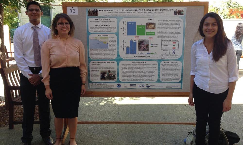 Students presenting a poster on the intertidal monitoring